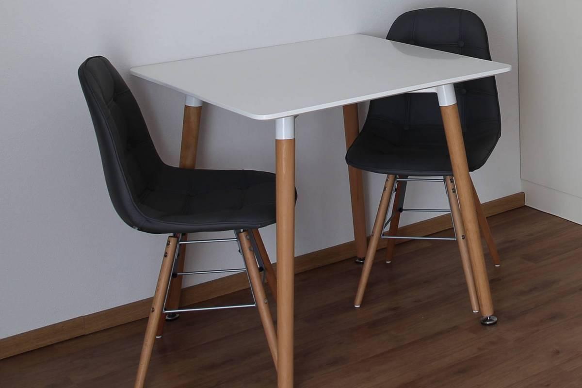 Pension Sonntag - Ausstattung mit Tisch und Stühlen