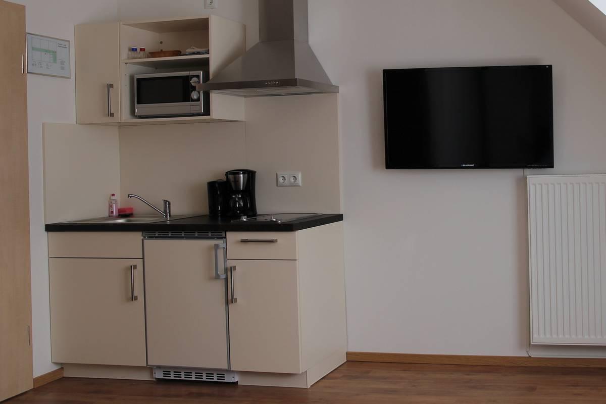 Pension Sonntag - Ausstattung mit Küchenzeile und TV
